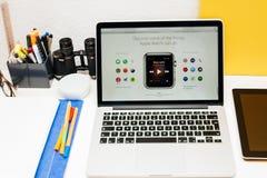 Ρολόι της Apple ενάρξεων της Apple, αμφιβληστροειδής MacBook και ιατρική έρευνα Στοκ Εικόνα