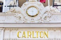 Ρολόι της Rolex στην πρόσοψη του ξενοδοχείου Στοκ φωτογραφία με δικαίωμα ελεύθερης χρήσης
