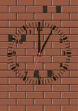 Ρολόι τουβλότοιχος Στοκ φωτογραφία με δικαίωμα ελεύθερης χρήσης