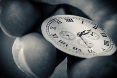 Ρολόι υπό εξέταση Στοκ εικόνα με δικαίωμα ελεύθερης χρήσης
