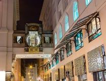 Ρολόι Ankeruhr στη Βιέννη τη νύχτα Στοκ Εικόνες