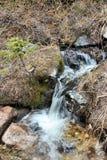 Ρυάκι στα δύσκολα βουνά Στοκ φωτογραφία με δικαίωμα ελεύθερης χρήσης