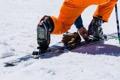 Ρυθμίστε να κάνει σκι τον εξοπλισμό και τον ακραίο χειμερινό αθλητισμό Στοκ εικόνα με δικαίωμα ελεύθερης χρήσης