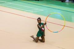 Ρυθμική στεφάνη κοριτσιών γυμναστικής  Στοκ Εικόνες
