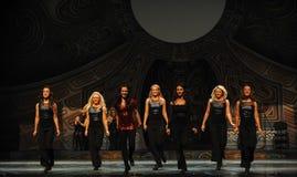 Ρυθμός μετακίνησης-Ο ιρλανδικός εθνικός χορός βρυσών χορού Στοκ Εικόνες