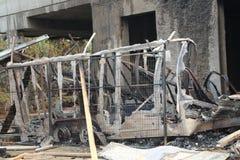Ρυμουλκό εργοτάξιων οικοδομής που καίγεται κάτω από την ασφάλεια πυρκαγιάς Στοκ Εικόνες