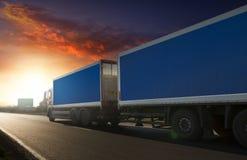 Ρυμουλκό φορτηγών στην εθνική οδό Στοκ εικόνες με δικαίωμα ελεύθερης χρήσης