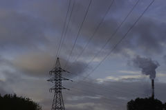 Ρυπογόνος αέρας σωλήνων εργοστασίων, περιβαλλοντικά προβλήματα, οικολογία αυτοί Στοκ εικόνες με δικαίωμα ελεύθερης χρήσης