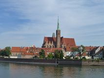 Ρωμαιοκαθολική εκκλησία του ιερού σταυρού στην οδό Katedralnaya σε Wroclaw στοκ φωτογραφία