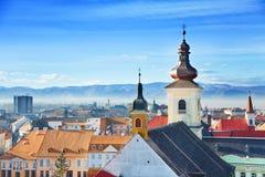 Ρωμαιοκαθολική εκκλησία και παλαιά πόλη στο Sibiu Στοκ Φωτογραφίες