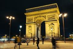 Ρωμανική άποψη νύχτας από Arc de Triomphe, Παρίσι, Γαλλία Στοκ Φωτογραφία