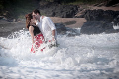 Ρωμανική δέσμευσης ζεύγους αγάπης σχέση εραστών παραλιών ωκεάνια Στοκ Εικόνα