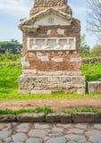 Ρωμαϊκές καταστροφές κατά μήκος του αρχαίου τρόπου Appia Antica Appian στη Ρώμη Στοκ Εικόνες