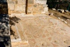 Ρωμαϊκές καταστροφές μωσαϊκών στην αρχαία βυζαντινή εκκλησία στην Ιορδανία Στοκ Εικόνες