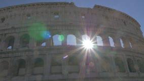 Ρωμαϊκές καταστροφές Coliseum στα φωτεινά sunrays απόθεμα βίντεο