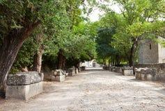 Ρωμαϊκή νεκρόπολη (Alyscamps) σε Arles, Γαλλία Στοκ φωτογραφία με δικαίωμα ελεύθερης χρήσης