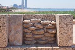 Ρωμαϊκή παλαιά διακόσμηση τοίχων πετρών στην αρχαιολογική περιοχή της Καισάρειας Στοκ Εικόνες