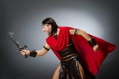 Ρωμαϊκός πολεμιστής με το ξίφος στο κλίμα στοκ εικόνες