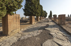 Ρωμαϊκός δρόμος στις καταστροφές της ρωμαϊκής πόλης Italica Στοκ Φωτογραφίες
