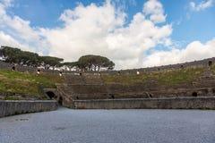 Ρωμαϊκός του μονομάχου χώρος στην πόλη της Πομπηίας που βρίσκεται στο πόδι του Βεζούβιου στοκ φωτογραφία