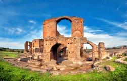 Ρωμαϊκό τοπίο με τις παλαιές καταστροφές τούβλου στον τρόπο Appia Στοκ φωτογραφίες με δικαίωμα ελεύθερης χρήσης