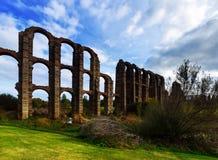 Ρωμαϊκό υδραγωγείο του Μέριντα στο χρόνο ημέρας Στοκ Φωτογραφίες