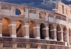 Ρωμαϊκό Coliseum κάτω από τα σύννεφα θύελλας Στοκ Εικόνες
