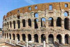 ΡΩΜΗ, ΙΤΑΛΙΑ - 24 ΙΟΥΝΊΟΥ 2017: Άνθρωποι που επισκέπτονται το εσωτερικό μέρος Colosseum στην πόλη της Ρώμης Στοκ φωτογραφίες με δικαίωμα ελεύθερης χρήσης