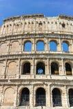 ΡΩΜΗ, ΙΤΑΛΙΑ - 24 ΙΟΥΝΊΟΥ 2017: Άνθρωποι που επισκέπτονται το εσωτερικό μέρος Colosseum στην πόλη της Ρώμης Στοκ εικόνα με δικαίωμα ελεύθερης χρήσης