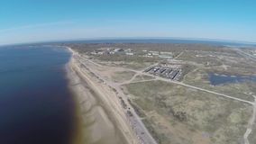 Ρωσία Άγιος-Πετρούπολη Kronshtadt Η ακτή του Κόλπου της Φινλανδίας κοντά στο οχυρό ` SHANETS ` απόθεμα βίντεο