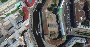 Ρωσία, Άγιος-Πετρούπολη, εναέριος τομέας πανοράματος άποψης του Άρη, γέφυρα τριάδας, του Peter και του φρουρίου του Paul, στέγες, φιλμ μικρού μήκους