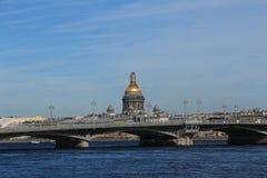 Ρωσία, Αγία Πετρούπολη, άποψη του καθεδρικού ναού του ST Isaac ` s από το Neva Στοκ Εικόνα