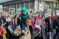 Ρωσία, Αγία Πετρούπολη - 9 Μαΐου: παρέλαση του αθάνατου συντάγματος, η μνήμη των στρατιωτών στο μεγάλο πατριωτικό πόλεμο (Δεύτερο Στοκ Φωτογραφίες