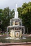 Ρωσία, Αγία Πετρούπολη, παλάτι Peterhof, πηγή Στοκ Φωτογραφίες