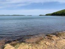 Ρωσία, Βλαδιβοστόκ, ένας από τους κόλπους στο νησί Shkot στοκ φωτογραφία με δικαίωμα ελεύθερης χρήσης