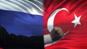 Ρωσία εναντίον της αντιμετώπισης της Τουρκίας, διαφωνία χωρών, πυγμές στο υπόβαθρο σημαιών απόθεμα βίντεο