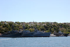 Ρωσία Κριμαία Σεβαστούπολη Σκάφη στο λιμένα Μπλε ουρανός και σκάφη θάλασσας στοκ φωτογραφία