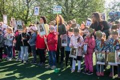 Ρωσία Μόσχα, 07 Μαΐου, 18: Ειδική πομπή παιδικών σταθμών του αθάνατου συντάγματος, στρατιωτική κρατική προπαγάνδα για τα ρωσικά π Στοκ Φωτογραφίες