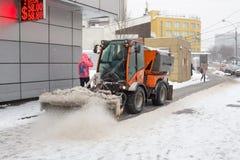 Ρωσία, Μόσχα, που καθαρίζει μετά από βαριές χιονοπτώσεις Στοκ Εικόνες