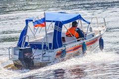 Ρωσία, Μόσχα, το Σεπτέμβριο του 2017 Βάρκα της υπηρεσίας διάσωσης στο W Στοκ Εικόνες