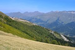 Ρωσία, ο Καύκασος, το οροπέδιο και η κορυφογραμμή abishira-Akhuba Gabulu στα βουνά Arkhyz το Σεπτέμβριο στοκ φωτογραφία με δικαίωμα ελεύθερης χρήσης