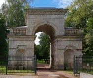 Ρωσία Πάρκο παλατιών της Γκάτσινα Πύλη σημύδων Στοκ Εικόνα