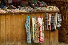 Ρωσία, Σούζνταλ, το Σεπτέμβριο του 2017 Ένα κατάστημα που πωλεί τα παραδοσιακά ρωσικά χειροποίητα αναμνηστικά στοκ φωτογραφίες