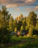 Ρωσία Χωριό θόλοι χρυσοί Στοκ εικόνες με δικαίωμα ελεύθερης χρήσης