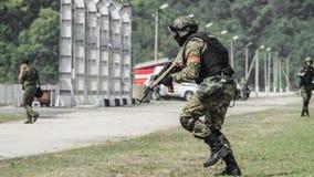 Ρωσία, Belgorod, στις 25 Ιουλίου 2016: ασκήσεις των ειδικών στρατιωτικών μονάδων μαίνετε τη συλλήφθείη βάση με τους διάφορους τρό Στοκ Εικόνα