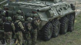 Ρωσία, Belgorod, στις 25 Ιουλίου 2016: ασκήσεις των ειδικών στρατιωτικών μονάδων μαίνετε τη συλλήφθείη βάση με τους διάφορους τρό Στοκ εικόνα με δικαίωμα ελεύθερης χρήσης