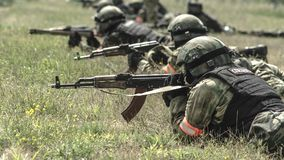 Ρωσία, Belgorod, στις 25 Ιουλίου 2016: ασκήσεις των ειδικών στρατιωτικών μονάδων μαίνετε τη συλλήφθείη βάση με τους διάφορους τρό Στοκ φωτογραφία με δικαίωμα ελεύθερης χρήσης