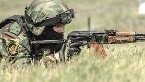 Ρωσία, Belgorod, στις 25 Ιουλίου 2016: ασκήσεις των ειδικών στρατιωτικών μονάδων μαίνετε τη συλλήφθείη βάση με τους διάφορους τρό Στοκ Φωτογραφία