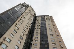 Ρωσία, Chelyabinsk, εργασία του ST, στις 17 Μαΐου 2018 residentia πολυόροφων κτιρίων Στοκ φωτογραφία με δικαίωμα ελεύθερης χρήσης