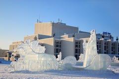 Ρωσία, Izhevsk - 28 Ιανουαρίου 2017: Τα γλυπτά πάγου στέκονται στο κεντρικό τετράγωνο Στοκ Εικόνες